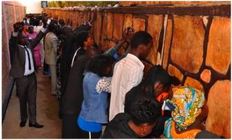 Rwanda: ubwinshi bw'amadini  ni ikimenyetso cy'iterambere cyangwa ni icy' ukwihebagukabije?