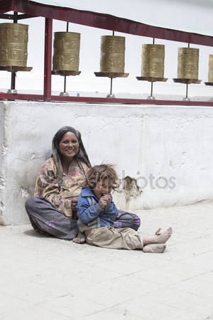 depositphotos_82709242-stock-photo-indian-poor-woman-with-children