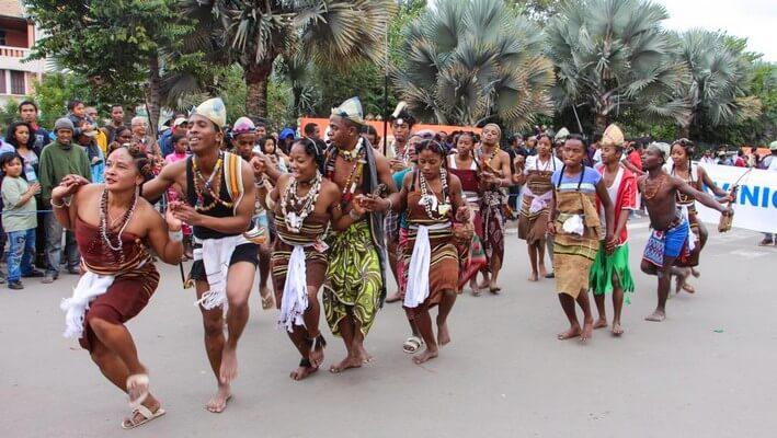 Danse malgache.jpg