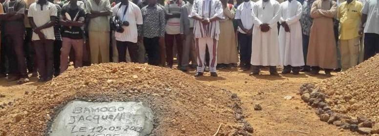 Eglise du Burkina enterre ses morts