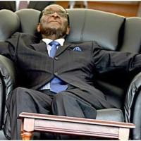 Zimbabwe: Robert Mugabe qui espérait  mourir calmement dans son fauteuil présidentiel...