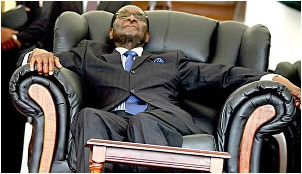 Zimbabwe: Robert Mugabe qui espérait  mourir calmement dans son fauteuil présidentiel…