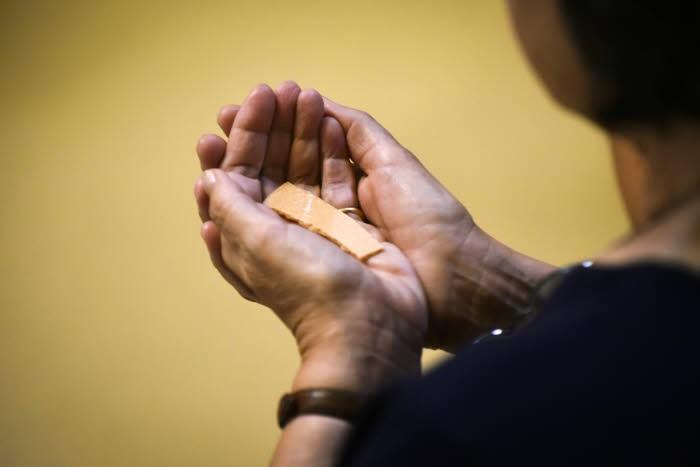 Les Hosties sans gluten  pour l'Eucharistie?