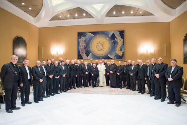 Deux évêques chiliens réduits à l'état laïc par le PapeFrançois