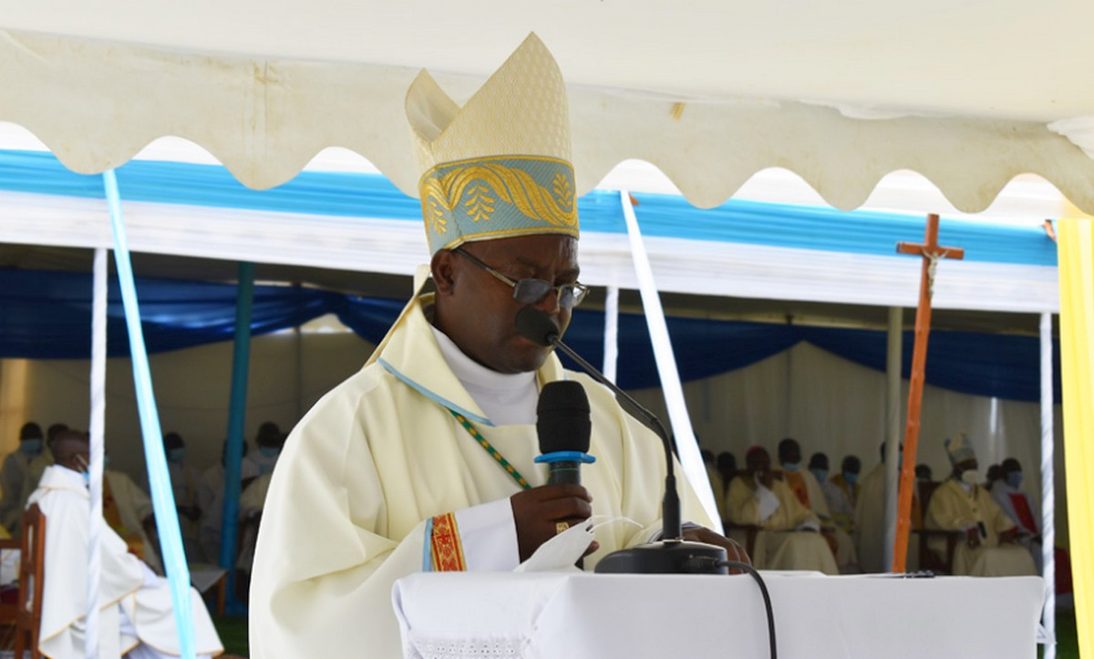 CYANGUGU: IMPANURO Mgr Célestin YAGENEYE MgrEdouard